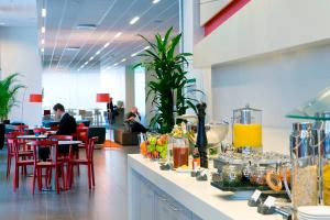 A restaurant or other place to eat at Park Inn by Radisson Malmö