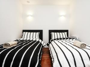 A bed or beds in a room at Mono Two on Flinders Street