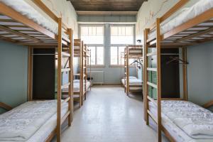 Ein Etagenbett oder Etagenbetten in einem Zimmer der Unterkunft Depot 195 - Hostel Winterthur