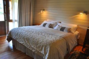 Una cama o camas en una habitación de Hosteria Ruca Kitai