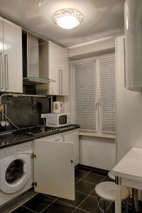Кухня или мини-кухня в Odnushka Na Paveleckoy