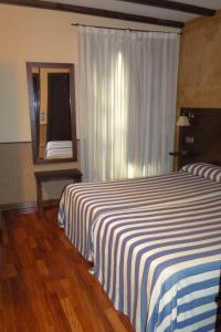 A bed or beds in a room at Hosteria Casa Vallejo