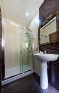 A bathroom at Port View Guesthouse