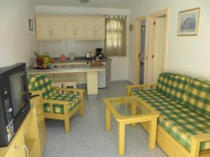 A kitchen or kitchenette at Apartamentos Tara