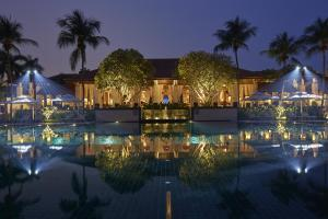 The swimming pool at or near Sofitel Singapore Sentosa Resort & Spa (SG Clean)