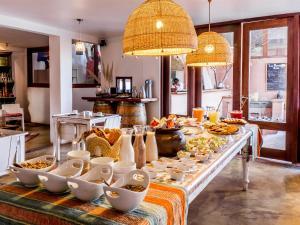Um restaurante ou outro lugar para comer em NOI Casa Atacama