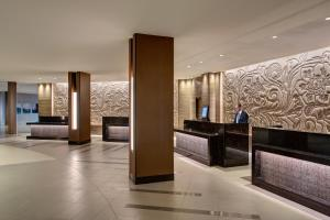 The lobby or reception area at Houston Airport Marriott at George Bush Intercontinental