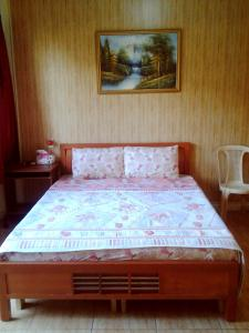 A bed or beds in a room at Regis Hotel