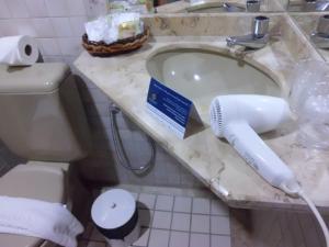 A bathroom at Sol Bahia Sleep