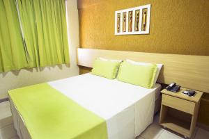 A bed or beds in a room at Rede Andrade Plaza Salvador