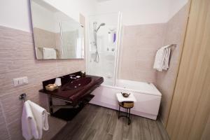 A bathroom at Luci A San Siro
