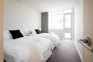A bed or beds in a room at Claremont Quarter Luxury Apartment
