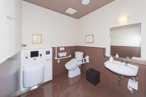 A bathroom at Hotel Route-Inn Saiki Ekimae