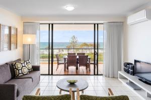 A seating area at Oaks Sunshine Coast Seaforth Resort