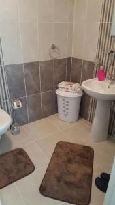 حمام في شقة Tayba