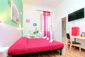 A bed or beds in a room at Lucky Domus Rooms