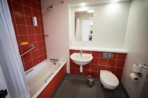 A bathroom at Travelodge Limerick Castletroy