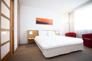 A bed or beds in a room at Sercotel Valladolid