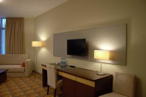 Telewizja i/lub zestaw kina domowego w obiekcie Hotel Via Baltica