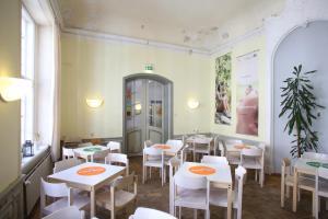 A restaurant or other place to eat at Jugendherberge Lübeck Altstadt