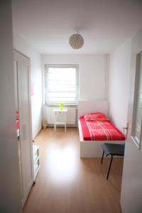 A bed or beds in a room at White House Bochum Ehrenfeld