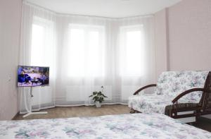 A bed or beds in a room at Apartment Volzhskaya Naberezhnaya