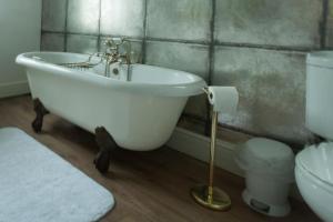 A bathroom at Meifod House