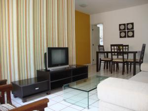A television and/or entertainment centre at Flat Ametista Home Service