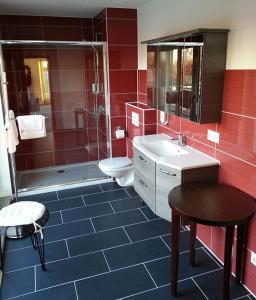 Ein Badezimmer in der Unterkunft Hotel am Drömling