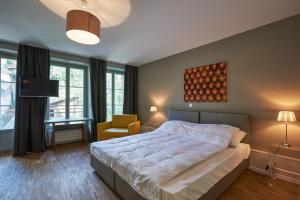 Ein Bett oder Betten in einem Zimmer der Unterkunft Hotel Hine Adon Fribourg