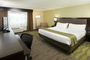 A bed or beds in a room at Holiday Inn Wilkes Barre - East Mountain