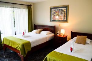 A bed or beds in a room at Hotel Brillasol Airport