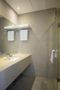 A bathroom at Best Western Haeundae Hotel