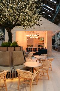 A restaurant or other place to eat at Ovolo Woolloomooloo