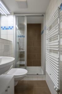 Ein Badezimmer in der Unterkunft Hotel Hine Adon Fribourg