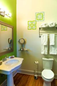 A bathroom at Grand Highland Hotel