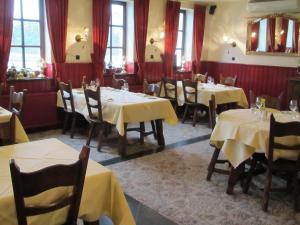 Een restaurant of ander eetgelegenheid bij Hotel Restaurant in den Hoof