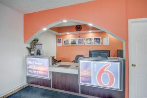 The lobby or reception area at Motel 6-Somerset, KY