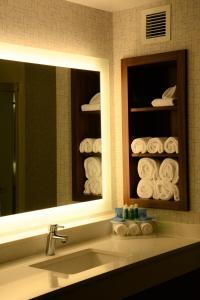 Ein Badezimmer in der Unterkunft Holiday Inn Express & Suites Lexington Park California
