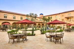 A restaurant or other place to eat at Allegretto Vineyard Resort Paso Robles