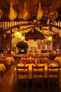 Ein Restaurant oder anderes Speiselokal in der Unterkunft 4-Sterne Erlebnishotel El Andaluz, Europa-Park Freizeitpark & Erlebnis-Resort