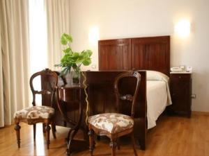 A seating area at Grand Hotel Dei Castelli