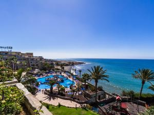A view of the pool at Apartamentos BlueBay Beach Club or nearby