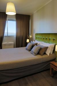 Un ou plusieurs lits dans un hébergement de l'établissement Adonis Ajaccio - Hôtel Albion