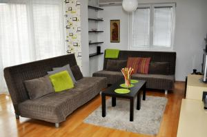 A seating area at Alexandar's Place Apartment