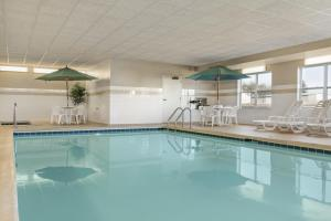The swimming pool at or near Country Inn & Suites by Radisson, Peoria North, IL
