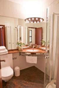 Ein Badezimmer in der Unterkunft Hotel Westend