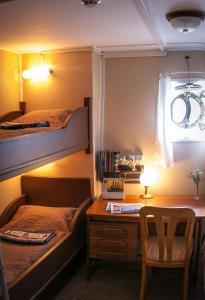 Кровать или кровати в номере Гостевые каюты «Витязь»