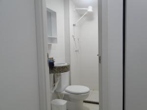 Um banheiro em Apartamento Temporada Pajuçara