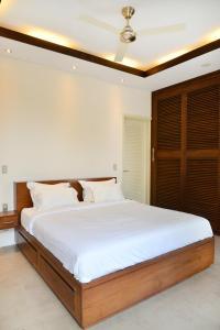 A bed or beds in a room at Villa Tentrem Legian